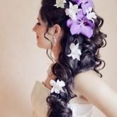 Крупные живые цветы привнесут в свадебный образ особую гармонию и эстетику