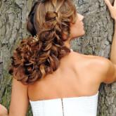Креативное плетение способно создать неповторимый и чарующий облик невесте