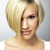 Изящное боб-каре на светлых волосах