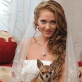 Свадебная прическа с накладными прядями и фатой