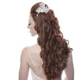 Красивая свадебная прическа с распущенными волосами