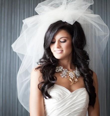Свадебные прически с фатой черные волосы