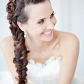 Изящная объемная коса создает чарующий образ невесты