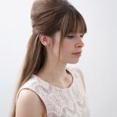 Стильная бабетта на распущенных волосах