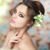 Объемный свадебный пучок, декорированный цветами