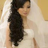 Изящные накладные пряди в виде локонов на свадьбу