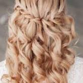 Классический водопад из волос сможет стать отличным вариантом прически на свадьбу