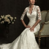 Превосходная прическа свадебная прическа, открывающая красивое платье