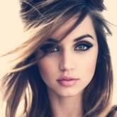 Изящная бабетта на распущенных волосах