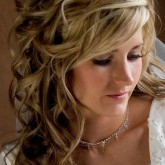 Восхитительная копна завитых волос на свадьбу