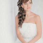 Свадебная прическа с хвостом уложенным набок