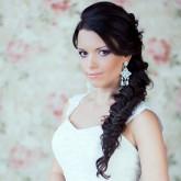 Прекрасная свадебная прическа с косой
