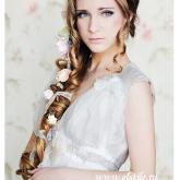 Прекрасная свадебная прическа в виде косы