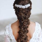 Изящное плетение из локонов на свадьбу