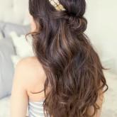 Изящный вариант с распущенными волосами