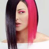Оригинальный акцент розового на черных волосах