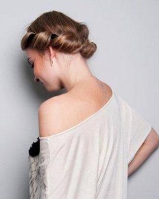 Прическа в греческом стиле с повязкой