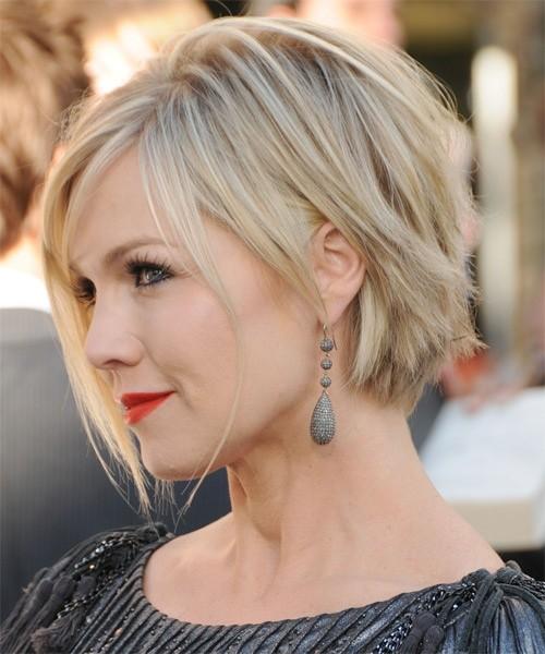 Короткая стрижка для блондинки с круглым лицом