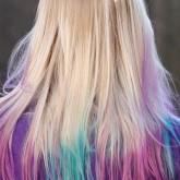 Разноцветные кончики на светлых волосах
