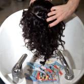Волосы необходимо промыть от состава японской завивки