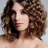 Изящные волны на средних волосах