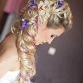 Симпатичный вариант с плетением и цветами