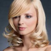 Изящная укладка на средние волосы