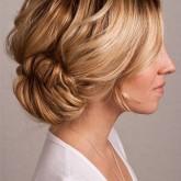 Красивая укладка средних волос