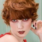 Красивый вариант для коротких вьющихся волос