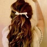Укладка для вьющихся волос с бантиком
