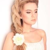 Интересный вариант плетения с волнистыми волосами