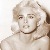 Красивая и женственная прическа Мадонны