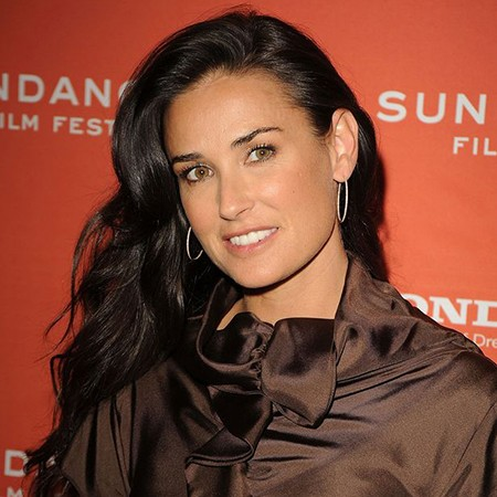 Actress-Demi-Moore-attends-the-premiere-of-Spread-thumb
