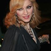 Изящная фирменная прическа Мадонны