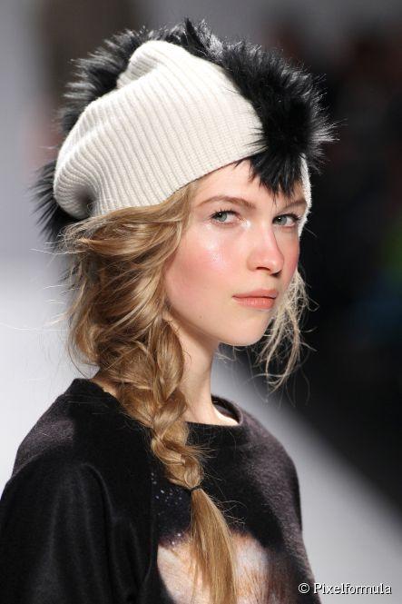 Прическа шапкой