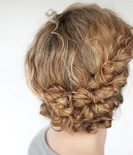 Прически на вьющиеся волосы на каждый день