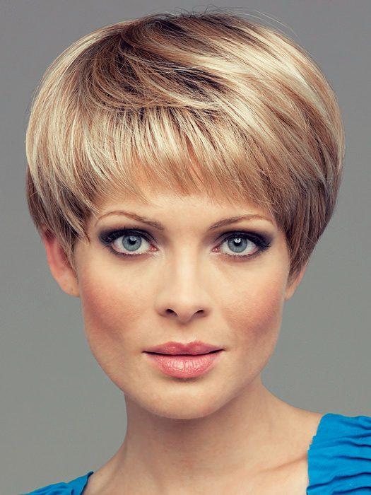 Фото стрижек для женщин с короткой шеей