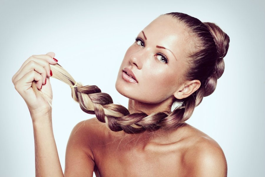 Причина секущихся кончиков волос